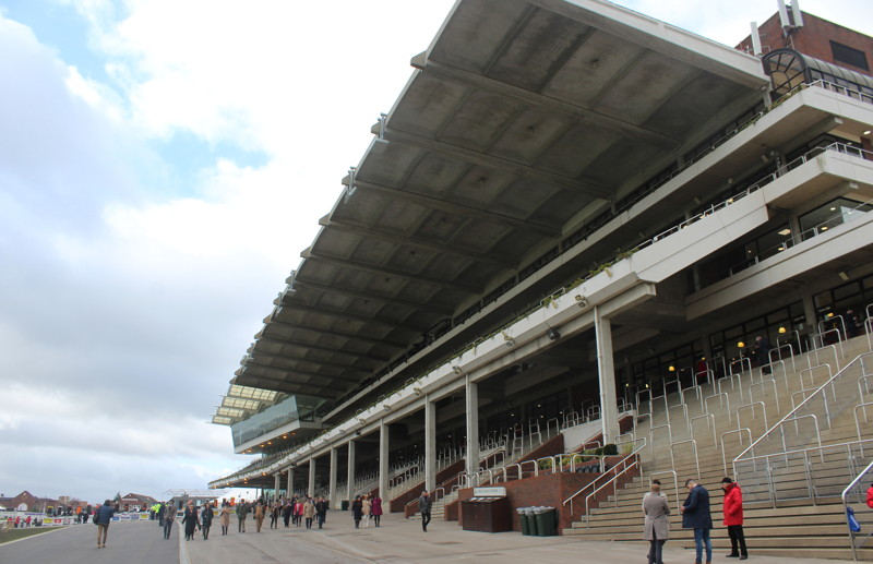 cheltenham-racecourse-stands-before-crowds