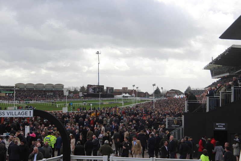 crowds-at-cheltenham-festival