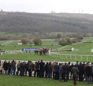 horses-take-the-bend-at-cheltenham-racecourse